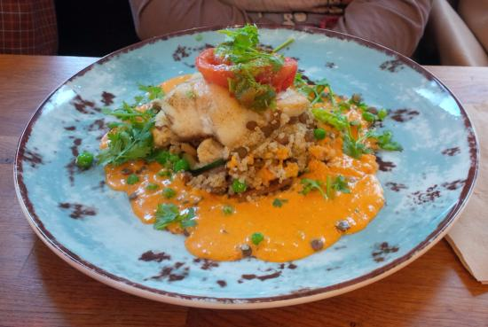 Tilstede Mat og Mer: Fresh cod on a Thai sauce, with quinoa, lentils, mushrooms, tomatoes, and coriander.