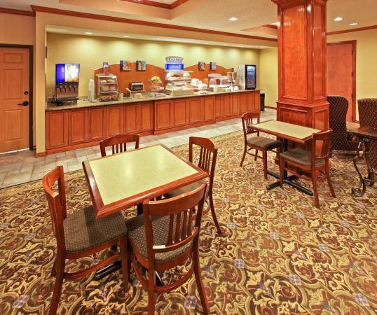 Holiday Inn Express Greenville: Breakfast Bar