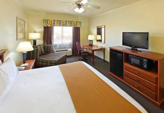 Greenville, TX: King Bed Guest Room