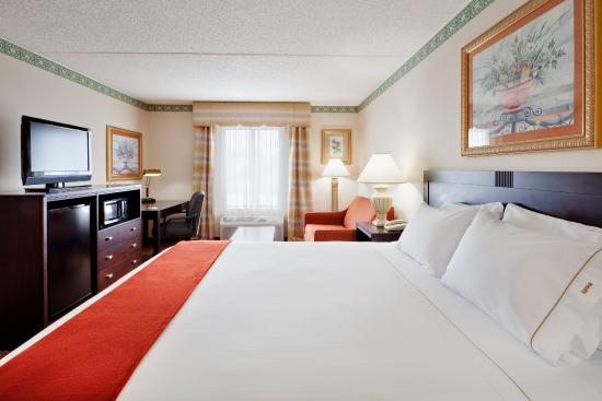 Holiday Inn Express Hotel & Suites Easton: Feel royal in our spacious suite with luxury bedding