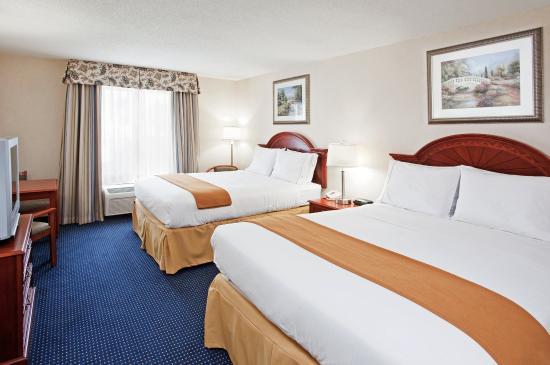 Richfield, OH: Queen Bed Guest Room