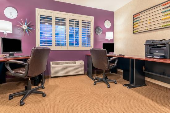 Auburn, CA: Business Center - two workstations & printer