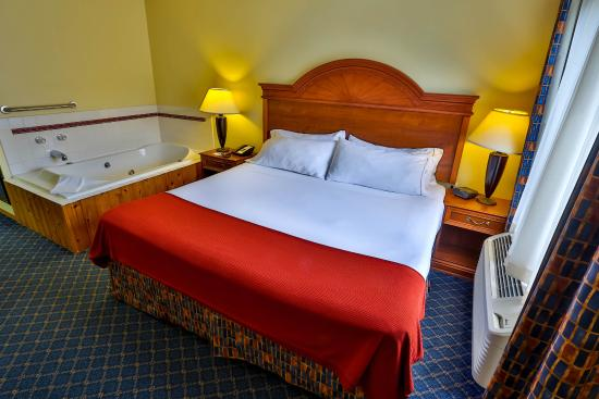 Bemidji, MN: Relax and enjoy our spacious King Bed Room with in-room Whirlpool