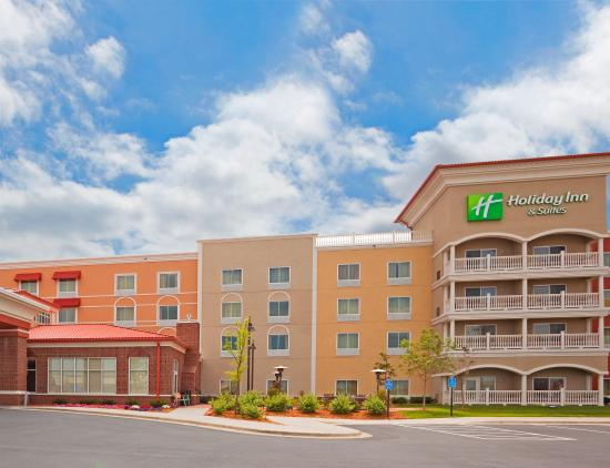 Photo of Holiday Inn Hotel & Suites Maple Grove - Arbor Lakes