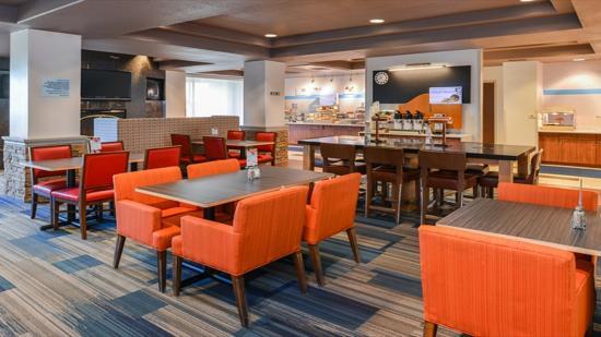 Sacramento Holiday Inn Express Woodland Breakfast Area