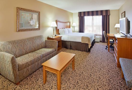 Hastings, NE: King Bed Guest Room