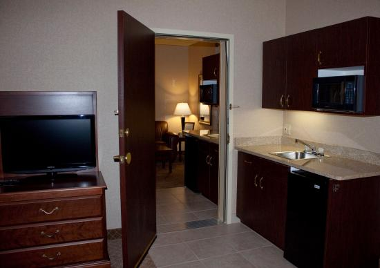 Mentor, OH: Executive Connecting Suites