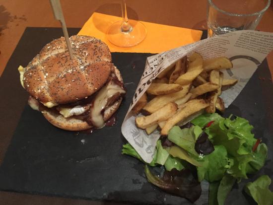 Blaye, Fransa: burger au camembert a tester ...