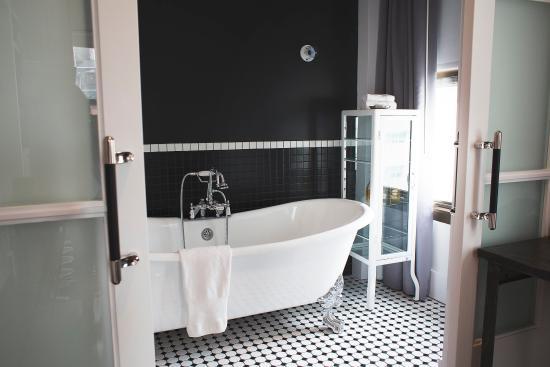 Duane Street Hotel: Corner Suite Bathroom