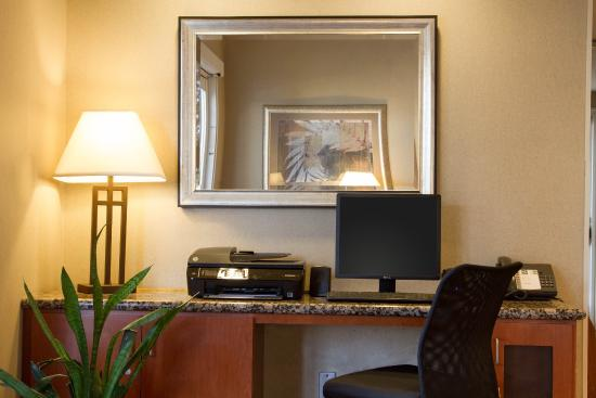 Quality Inn & Suites : Business Center