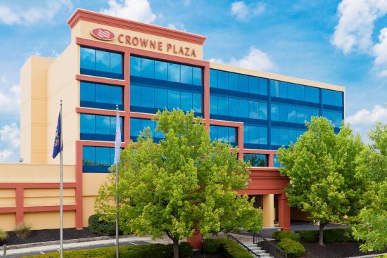 Crowne Plaza Hotel Reading: Hotel Exterior