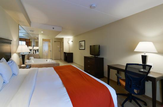 Country Inn & Suites By Carlson, Niagara Falls, ON: King Whirlpool