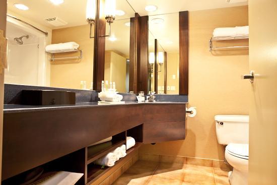 Langley City, Canadá: Guest Bathroom
