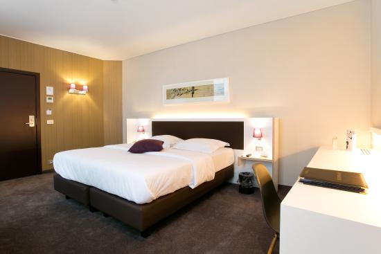 Bruges Hotel Navarra Double-Twin Room with free WIFI
