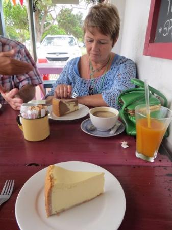 Wilderness, Sør-Afrika: Three delicious variations of cheesecake to be enjoyed.