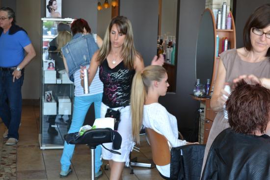 Sainte-Therese, Canadá: Spa et coiffure : facial microdermabrasion, epilation, massage photorajeunissement, TechniSpa mi