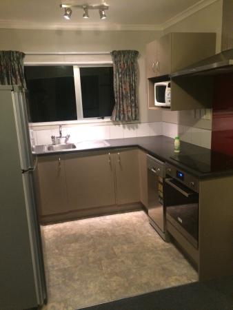 Anchorage Motel Apartments: Our private 3 bedroom house for 2 nights