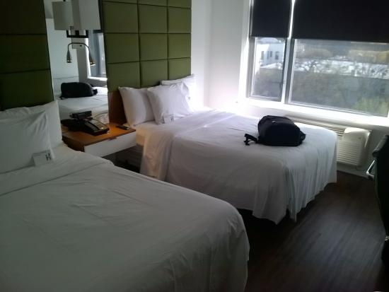 Hotel BPM Brooklyn: Our twin beds
