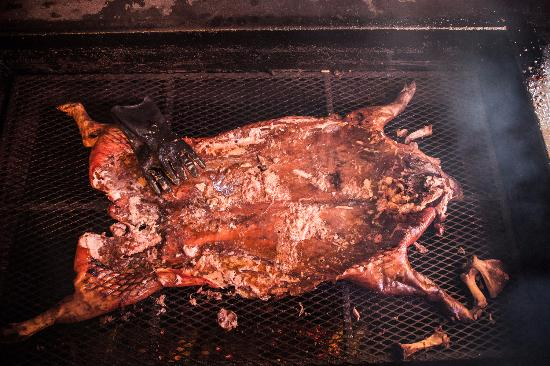 Mount Juliet, TN: Whole Hog on the pit
