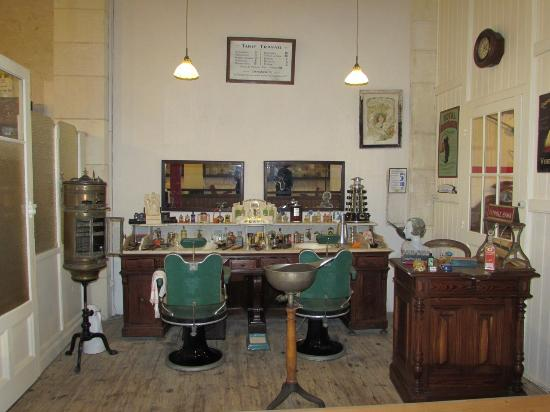 Le salon de coiffure photo de musee des commerces d for Local a louer pour salon de coiffure