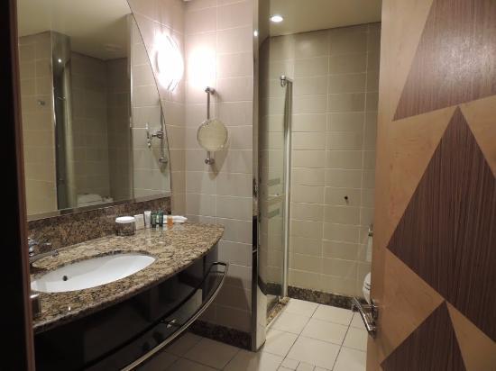 Hilton Durban  bathroom complete with bathtub. bathroom complete with bathtub   Picture of Hilton Durban  Durban