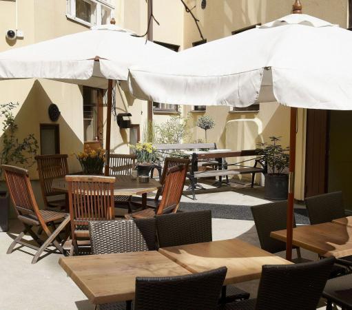 Hotel Royal: Inner court yard
