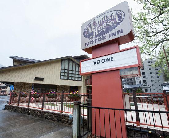 Mountain House Motor Inn Downtown Gatlinburg Tn Motel