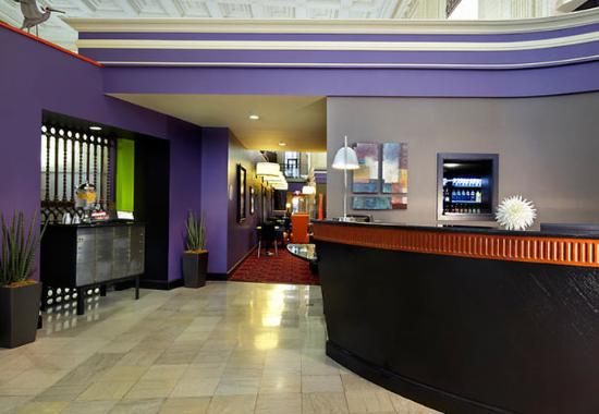 Residence Inn Columbus Downtown: Front Desk
