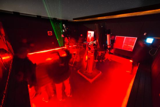 Placerville, Kalifornia: The big scope room. The color camera is so cool!