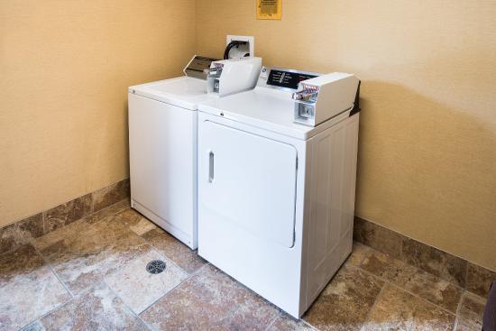 Comfort Suites Rochester: Laundry