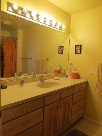 Holualoa, Havai: Lilikoi Bathroom