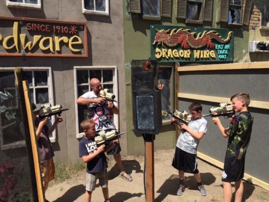 West Kelowna, Canada: Alien Zombies vs Humans Laser Tag