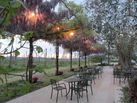 San Pietro in Cariano, Italia: Outside Dining