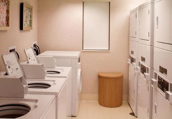 Waldorf, MD: Guest Laundry