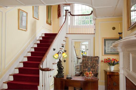 Hampton Terrace Inn: Staircase to our romantic suites