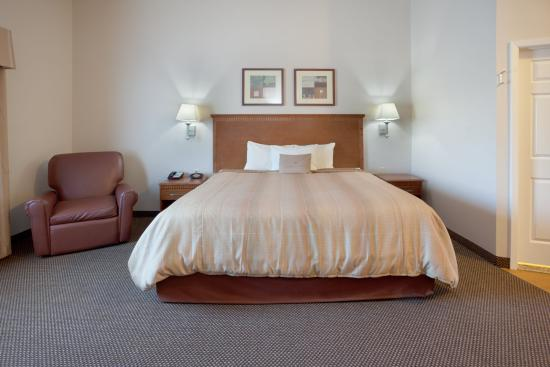 Temple, TX: King Bed Guest Room