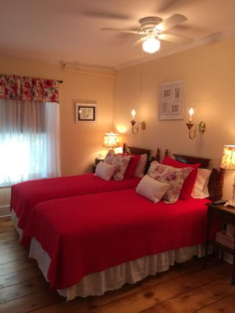 The Red Hook Country  Inn : Newl created Sonbird Room