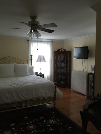 The Red Hook Country  Inn : Newly Renovated AFTERGLOW ROOM