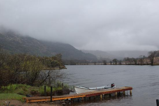 Ardlui, UK: A short walk from the hotel and you are by Loch Lomond!