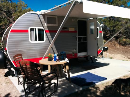Mountain Goat Lodge: Retro Camper