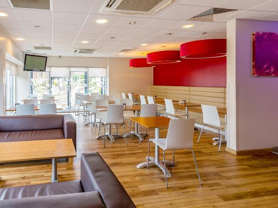Travelodge Newcastle-under-Lyme Central: BarCafe