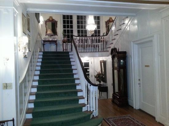 The Morehead Inn: Staircase to the upstairs rooms