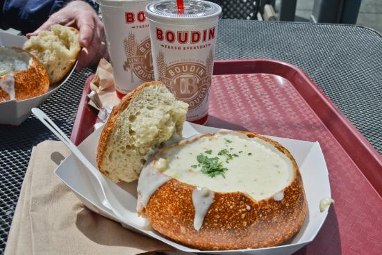 how to prepare a bread bowl for clam chowder