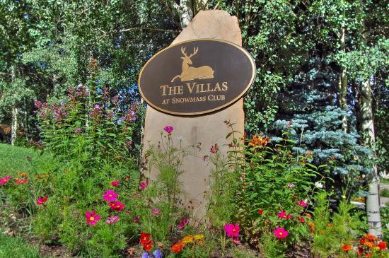 Snowmass Village, Kolorado: Snowmass_Villas_exterior_summer_entrance_sign