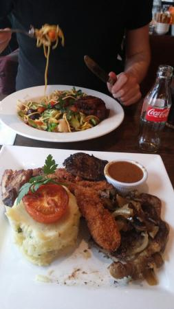 The Arches Hotel, Claregalway: Food at the restaurant. Not fresh and the meat is overdone