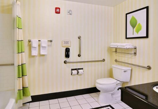 ฮันติงดอน, เพนซิลเวเนีย: Suite Bathroom