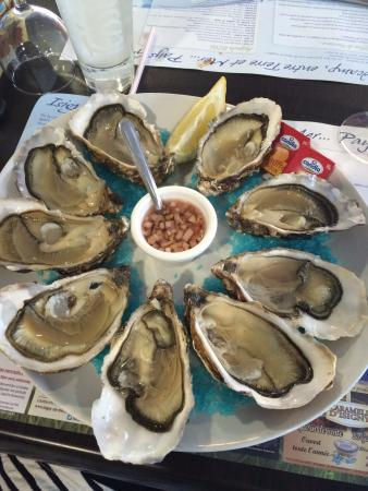 Grandcamp-Maisy, Prancis: Fresh oysters from the bay!
