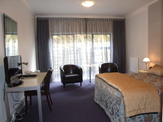 Amethyst Court Motor Lodge: Studio Spa Bath Suite