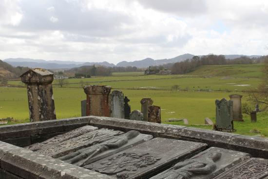 Kilmartin, UK: Old gravestones overlooking site that has been held sacred for thousands of years.