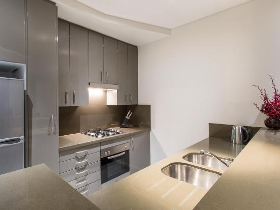 Meriton Serviced Apartments Kent Street: Typical Kitchen